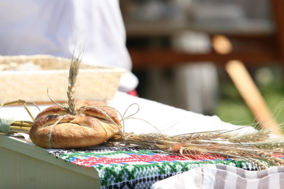 Produs_de_Cluj_la_targul_international_IFE_Londra_food_news_romania_2013_romanian_bread