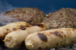 Barbecue_sausages_and_burgers_carnati_consum_de_carne_romania_food_news_romania