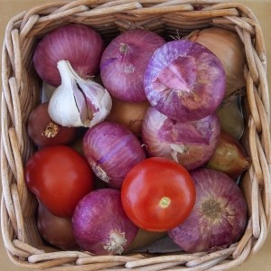 basket-with-vegetables-ceapa_food_news_romania