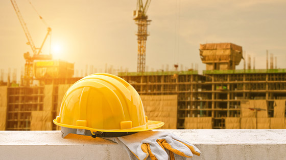 Picture of the yellow hard hat on construction site