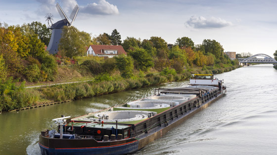 Picture of the freight ship on the Mittelland Canal in Hannover